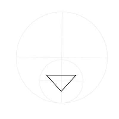 Gehe wieder von der Grundform eines Katzenkopfs aus und zeichne ein flaches, umgekehrtes Dreieck in die Mitte des kleinen Kreises. Es dient der Hilfe für die eigentliche Nasenform.